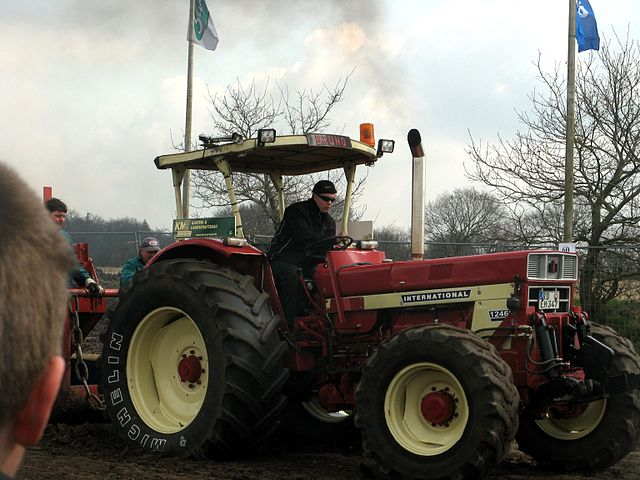 IHC 1246 tractor pulling in Wittbek, North Frisia, Germany